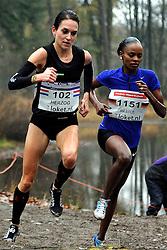 27-11-2011 ATLETIEK: NK CROSS 53e WARANDELOOP: TILBURG<br /> Adrienne Herzog wint voor de Duitse Simret Restle (r)<br /> ©2011-FotoHoogendoorn.nl