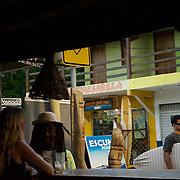 Rue de la pituba a? Itacare? ou? se concentre bar boutique et une nouvelle de jeunes cre?ateurs///Street of the pituba with Itacare? where concentrates bar shop and a news of young creators