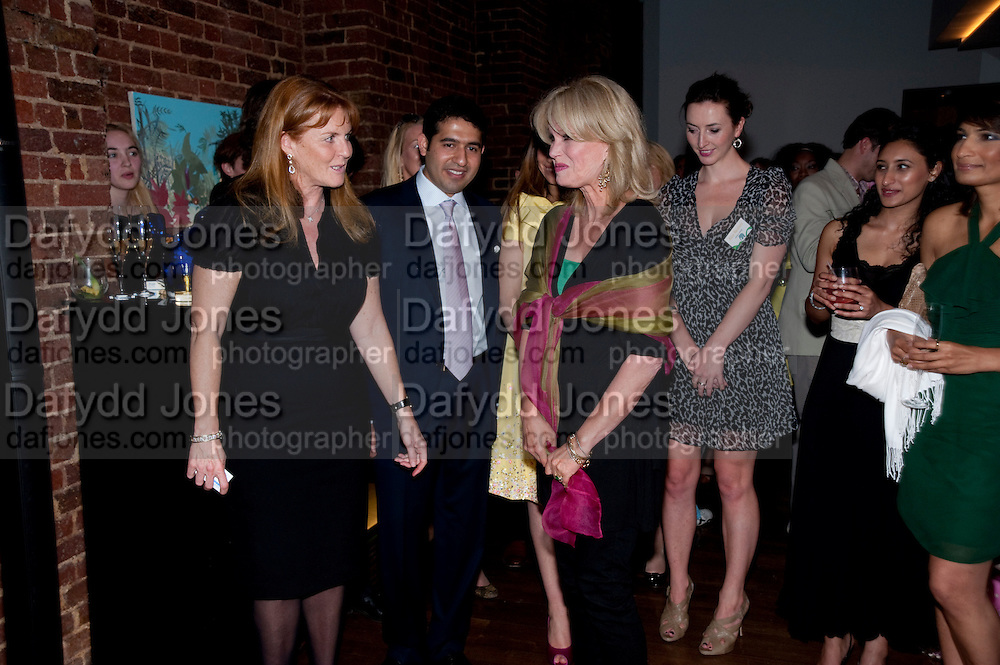 SARAH DUCHESS OF YORK;; CYRUS VANDREVALA;  PRIA VANDREVELA; JOANNA LUMLEY,  The launch party for Elephant Parade hosted at the house of  Jan Mol. Covent Garden. London. 23 June 2009.