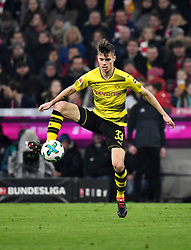 31.03.2018, Allianz Arena, Muenchen, GER, 1. FBL, FC Bayern Muenchen vs Borussia Dortmund, 28. Runde, im Bild Julian Weigl BVB Borussia Dortmund am Ball // during the German Bundesliga 28th round match between FC Bayern Munich and Borussia Dortmund at the Allianz Arena in Muenchen, Germany on 2018/03/31. EXPA Pictures © 2018, PhotoCredit: EXPA/ Eibner-Pressefoto/ Weber<br /> <br /> *****ATTENTION - OUT of GER*****