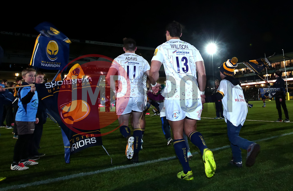 Jackson Willison of Worcester Warriors with mascot - Mandatory by-line: Robbie Stephenson/JMP - 05/01/2018 - RUGBY - Sixways Stadium - Worcester, England - Worcester Warriors v Bath Rugby - Aviva Premiership