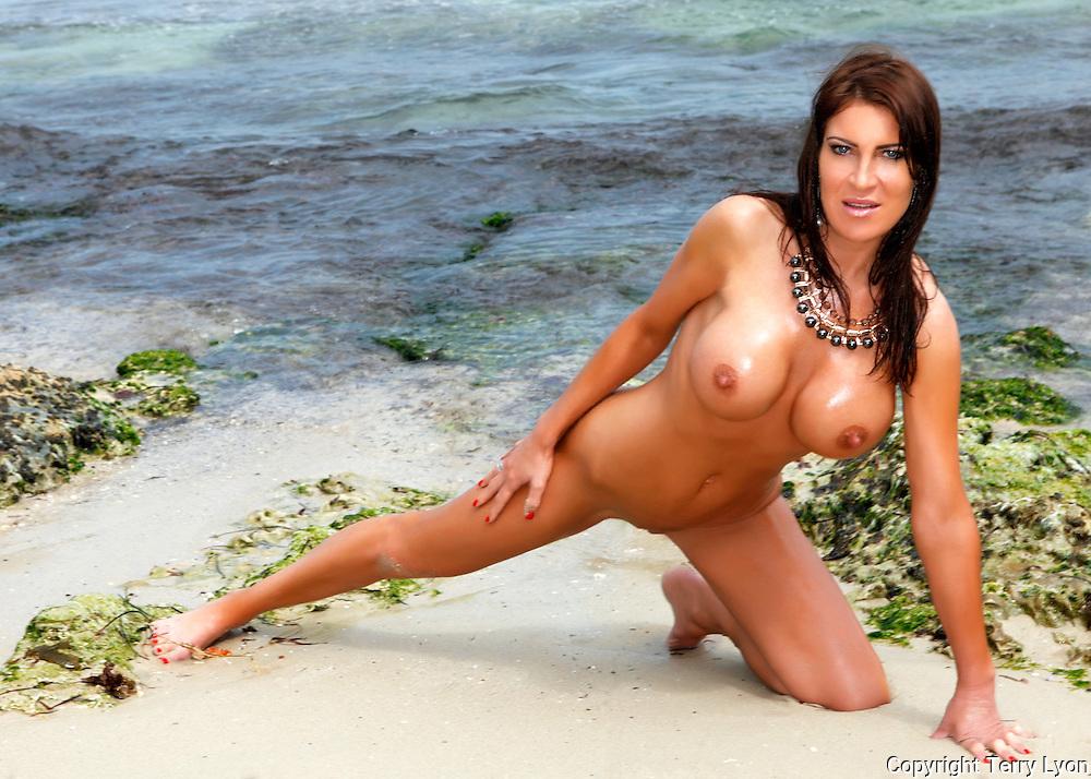 Lauren from London beach, river and studio shoot