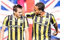 ARNHEM - Vitesse - FC Groningen , Voetbal , Eredivisie, Seizoen 2015/2016 , Gelredome , 03-10-2015 , Dominic Solanke van Vitesse (l) krijgt een aai over de bol van Lewis Baker (r)