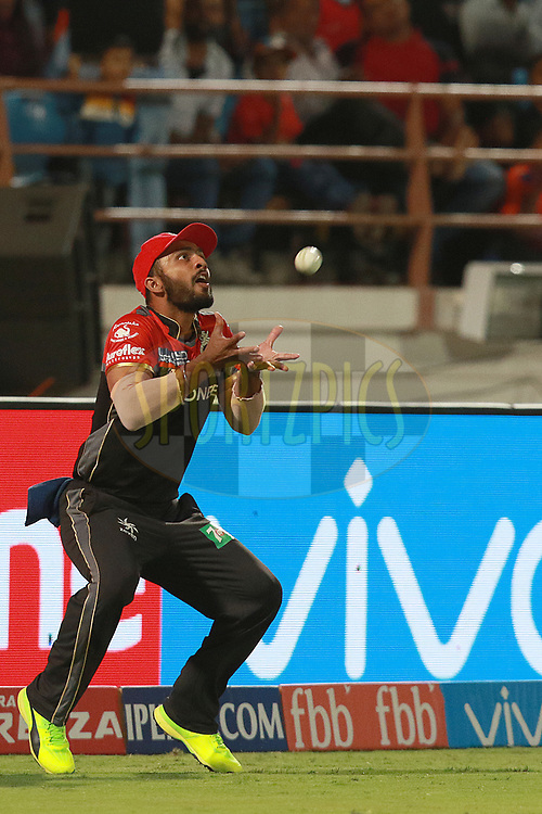 Mandeep Singh of RCB takes a catch of Dwayne Smith of GL  during match 20 of the Vivo 2017 Indian Premier League between the Gujarat Lions and the Royal Challengers Bangalore  held at the Saurashtra Cricket Association Stadium in Rajkot, India on the 18th April 2017<br /> <br /> Photo by Rahul Gulati - Sportzpics - IPL