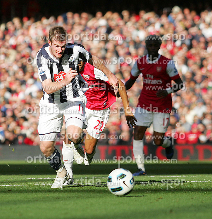 25.09.2010, Emirates Stadium, London, ENG, PL, Arsenal vs west Bromwich Albion, im Bild West Bromwich Albions Chris Brunt breaks through the Arsenal defence to set up Jerome Thomas for his goal, EXPA Pictures © 2010, PhotoCredit: EXPA/ IPS/ Mark Greenwood *** ATTENTION *** UK AND FRANCE OUT! / SPORTIDA PHOTO AGENCY