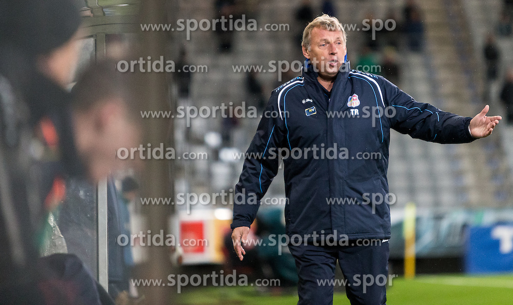 16.10.2015, Tivoli Stadion, Innsbruck, AUT, 2. FBL, FC Wacker Innsbruck vs SKN St. Pölten, 13. Runde, im Bild Karl Daxbacher (SKN St. Pölten) // during second Austrian Bundesliga 13th round match between FC Wacker Innsbruck and SKN St. Pölten at the Tivoli Stadion in Innsbruck, Austria on 2015/10/16. EXPA Pictures © 2015, PhotoCredit: EXPA/ Jakob Gruber