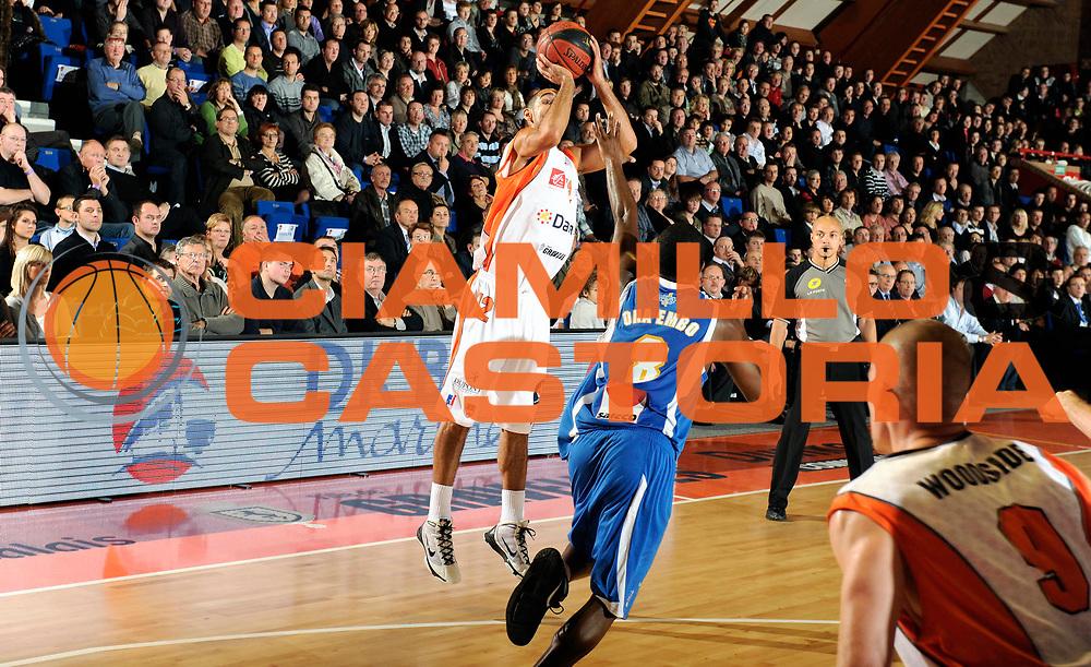DESCRIZIONE : Championnat de France Basket Ligue Pro A  a Gravelines<br /> GIOCATORE : Jeff Greer<br /> SQUADRA : Gravelines<br /> EVENTO : Ligue Pro A  2010-2011<br /> GARA : Gravelines Poitiers<br /> DATA : 09/11/2010<br /> CATEGORIA : Basketbal France Ligue Pro A<br /> SPORT : Basketball<br /> AUTORE : JF Molliere par Agenzia Ciamillo-Castoria <br /> Galleria : France Basket 2010-2011 Action<br /> Fotonotizia : Championnat de France Basket Ligue Pro A au Mans<br /> Predefinita :
