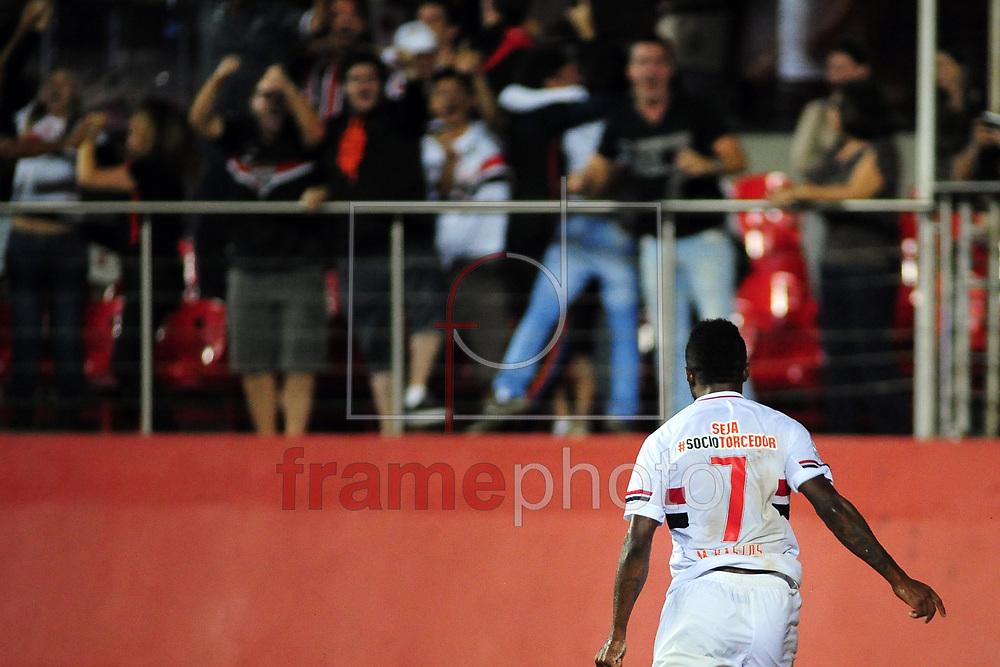 O jogador Michel Bastos comemora gol  durante o jogo entre São Paulo x San Lorenzo (ARG),  em partida válida pela primeira fase da Copa Libertadores da América 2015 , no estádio do Morumbi em Sao Paulo. Foto ALAN MORICI/FRAME