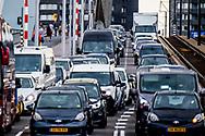 ROTTERDAM - verkeerschaos in rotterdam omdat de maastunnel 2 jaar is gesloten voor verkeer file , vast , opstopping , centrum , verbouwing , restauratie ROBIN UTRECHT