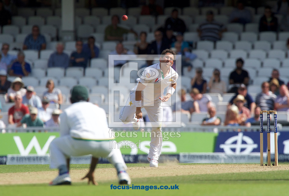 Yasir Shah of Pakistan bowling during Day Four of the fourth Investec Test Match at the Kia Oval, London<br /> Picture by Alan Stanford/Focus Images Ltd +44 7915 056117<br /> 14/08/2016