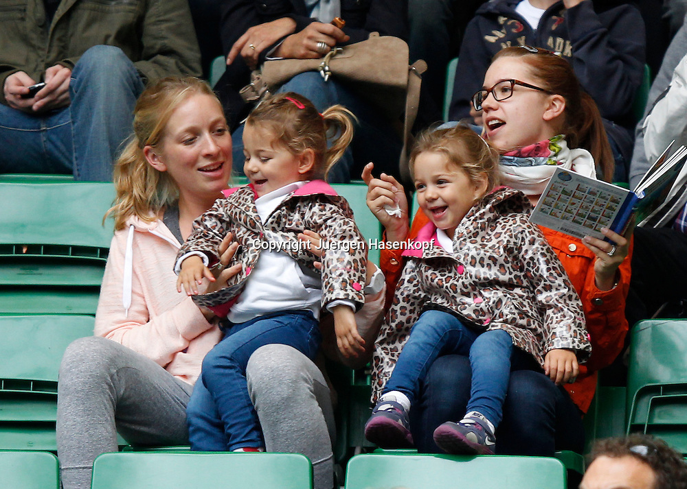 Gerry Weber Open 2012, ATP World Tour, Rasentennis Turnier, International Series,Gerry Weber Stadion, Grasplatz, Halle/Westfalen,.die Zwillinge Charlene und Myla Rose von Roger Federer auf der Tribuene mit ihren Kindermaedchen,Querformat,Feature,Zuschauer,Kinder,
