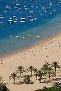 Spanien, Kanarische Inseln, Teneriffa..Playa de las Teresitas, Blick auf Sandstrand im Nordosten bei San Andres mit Fischerbooten..|..Spain, Canary Islands, Tenerife..Playa de las Teresitas, sandy beach in northeast near San Andres with fishing boats