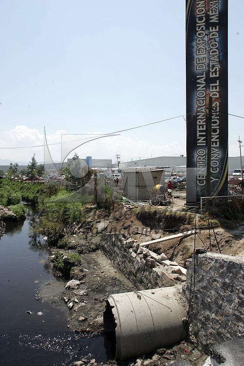 Toluca, Mex.- Aspecto de un canal de desague, cerca del Centro Internacional de Exposiciones y Convenciones del Estado de Mexico (CIECEM). Agencia MVT / Javier Rodriguez. (DIGITAL)<br /> <br /> <br /> <br /> NO ARCHIVAR - NO ARCHIVE
