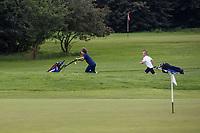ALMERE   -  jeugd, golf, Almeerderhout. Kinderen op weg naar de golfles. COPYRIGHT KOEN SUYK