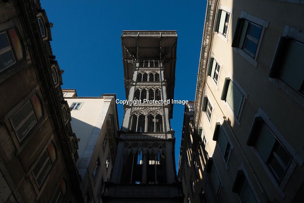 Portugal. Lisbon. Baixa district  / L'ascenseur de santa Justadans  le quartier de Baixa