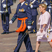 NLD/Den Haag/20180831 - Koninklijke Willems orde voor vlieger Roy de Ruiter, opkomst van Koning Willem - Alexander en Minister van Defensie Ank Bijleveld