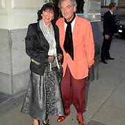 NLD/Amsterdam/20060911 - Modeshow Frans Molenaar winter 2006, schoenontwerper Jan Jansen en partner Tonny Polman