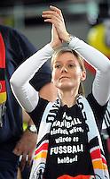 """Handball EM Herren 2010 Hauptrunde Deutschland - Spanien 26.01.2010 Ein deutscher Fan mit T-Shirt: """"Wenn Handball einfach waere, wuerde es Fussball heissen!"""""""