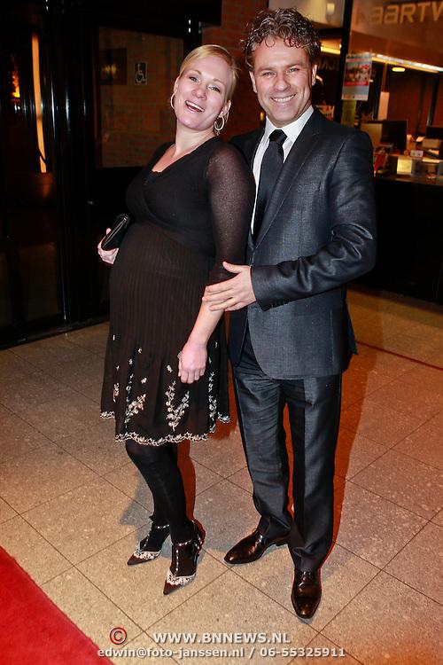 NLD/Den Bosch/20110221 - Premiere Simple the Best tour van Ruth Jacott, zwangere Wieneke Remmers en partner Rein Kolpa