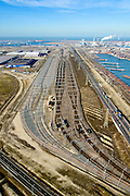 Nederland, Zuid-Holland, Rotterdam, 18-02-2015; Tweede Maasvlakte (MV2). Europaweg en Emplacement Maasvlakte West (Rail Terminal West). Aan het water van de Hartelhaven het Emplacement Maasvlakte Oost. In beheer bij Keyrail, exploitant Betuweroute.<br /> Emplacement Maasvlakte West (West Rail Terminal) and  next to the Hartelharbour  the Emplacement Maasvlakte East. Managed by Keyrail, operator Betuweroute.<br /> <br /> luchtfoto (toeslag op standard tarieven);<br /> aerial photo (additional fee required);<br /> copyright foto/photo Siebe Swart