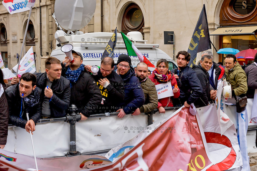 Roma 17 Marzo 2015<br /> Manifestazione dei precari della scuola, 4mila da tutt'Italia,davanti a Montecitorio, contro il decreto legge sulla scuola, del governo Renzi, che li esclude dalle assunzioni.<br /> Rome March 17, 2015<br /> Demostration of temporary school, 4 thousand from all over Italy,in front of Deputies, against the education reform package known as 'Good school' set up by Renzi's government, which excludes them from employment.