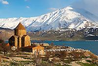 Turquie. Anatolie de l'Est. Lac Van. Ile d'Akdamar. Eglise Armenienne. Kurdistan. // Turkey. East Anatolia Province. Lake Van. Akdamar island. Armenian Church. Kurdistan.