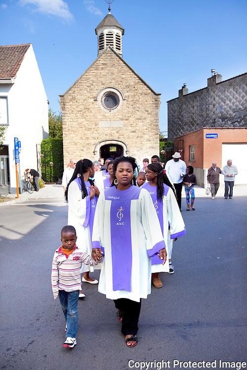 365030-Inwijding kapel die gerenoveerd is-Hamerstraat Mechelen-Monique Van Der Aa, José Van Der Wildt en Guido Merckx