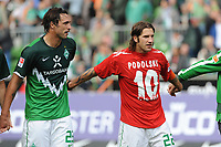 Fotball<br /> Tyskland<br /> 28.08.2010<br /> Foto: Witters/Digitalsport<br /> NORWAY ONLY<br /> <br /> v.l. Hugo Almeida, Torsten Frings (Werder) im Trikot von Lukas Podolski<br /> <br /> Bundesliga, Werder Bremen - 1. FC Köln 4:2