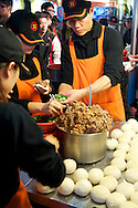 Raohe Night Market (饒河夜市) - Pork and Spring Onion Sandwich - 胡椒餅