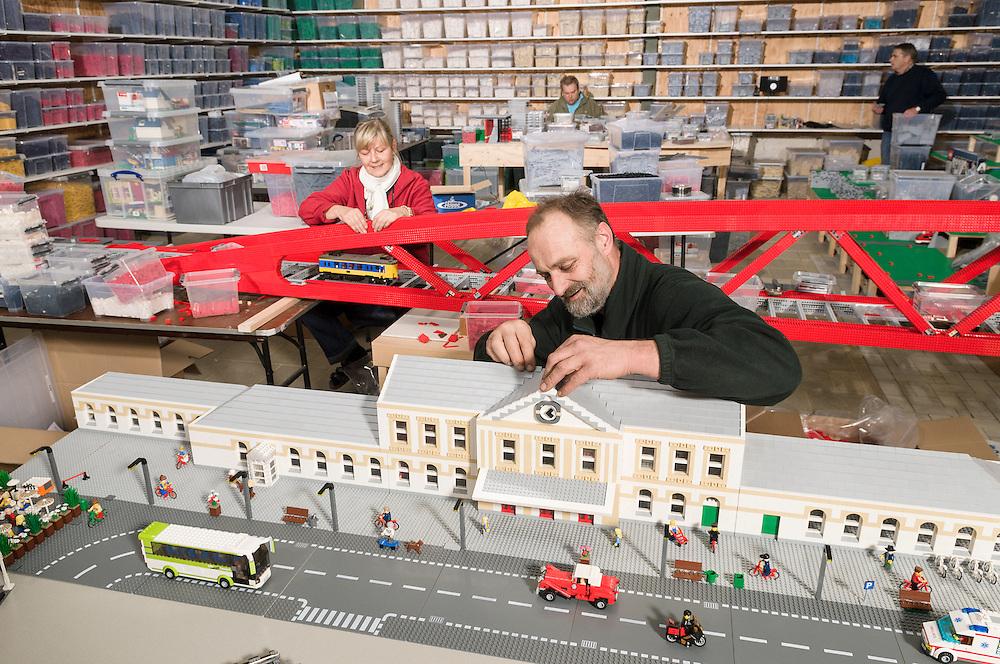 Nederland, Roermond, 20121009..Bouw van stations en de Hanzelijnbrug voor LegoWorld..Prorail
