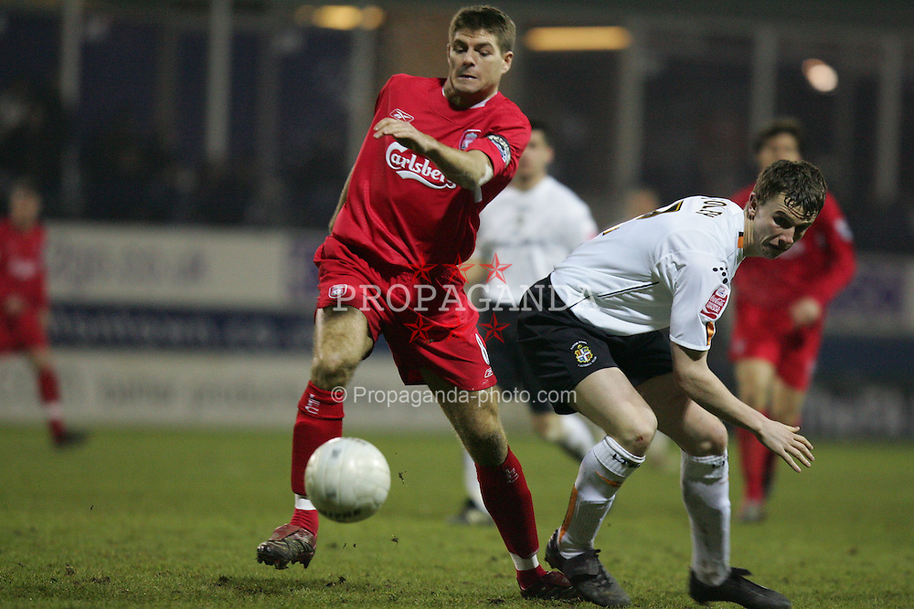 LUTON, ENGLAND - SATURDAY, JANUARY 7th, 2006: Liverpool's Steven Gerrard and Luton Town's Kevin Foley during the FA Cup 3rd Round match at Kenilworth Road. (Pic by David Rawcliffe/Propaganda)