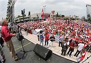 Centenares de sindicados y organizaciones sociales afines al Frente Farabundo Marti participan May 01, 2013 en la marcha para conmemorar el dia internacinal del Trabajo. Las organizaciones sindicales dieron respaldo a la formula presidencial de Salvador Sanchez ceren para los comicios presidenciales 2014. Photo: Edgar ROMERO/Imagenes Libres.
