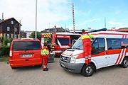 Mannheim. 29.07.17 | &Uuml;bung um M&uuml;hlauhafen<br /> M&uuml;hlauhafen. Rettungs&uuml;bung von Feuerwehr DLRG und ASB. Das Szenario: Ein Fahrgastschiff brennt und die Passagiere m&uuml;ssen gerettet werden. <br /> Auf der MS Oberrhein wird ge&uuml;bt. Dazu ankert das Schiff in der Fahrrinne des M&uuml;hlauhafens. Das Feuerl&ouml;schboot Metropolregion 1 kommt dazu.<br /> <br /> BILD- ID 0916 |<br /> Bild: Markus Prosswitz 29JUL17 / masterpress (Bild ist honorarpflichtig - No Model Release!)
