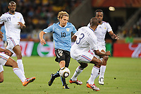 FOOTBALL - FIFA WORLD CUP 2010 - GROUP STAGE - GROUP A - URUGUAY v FRANCE - 11/06/2010 - PHOTO FRANCK FAUGERE / DPPI - DIEGO FORLAN (URU) / ERIC ABIDAL (FRA)