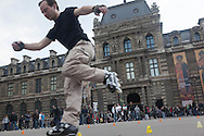 France. Paris 1st district.  Palais royal square , young men playing on roller skate Paris / jeune adultes jouant sur des skate board place du palais royal , Paris
