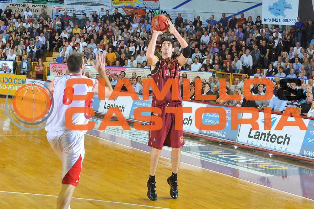 DESCRIZIONE : Venezia Lega A2 2010-11 Umana Reyer Venezia Fulgor Libertas Forli<br /> GIOCATORE : Marco Allegretti<br /> SQUADRA : Umana Reyer Venezia <br /> EVENTO : Campionato Lega A2 2010-2011<br /> GARA : Umana Reyer Venezia Fulgor Libertas Forli<br /> DATA : 10/10/2010<br /> CATEGORIA : Tiro Three Points<br /> SPORT : Pallacanestro <br /> AUTORE : Agenzia Ciamillo-Castoria/M.Gregolin<br /> Galleria : Lega Basket A2 2009-2010 <br /> Fotonotizia : Venezia Lega A2 2010-11 Umana Reyer Venezia Fulgor Libertas Forli<br /> Predefinita :