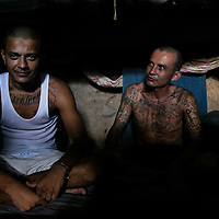 """Series: """"Un rato con La 18""""   A look inside one of el Salvador main and most dangeroues prisons to meet with members of the lagerts """"Mara"""" or Gang of Central America and one of the Top 10 most dangerous gangs in the world. Photos by: Tito Herrera"""