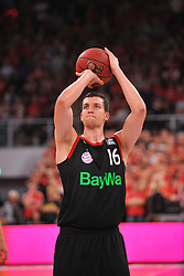 21.06.2015, Brose Arena, Bamberg, GER, Beko Basketball BL, Brose Baskets Bamberg vs FC Bayern Muenchen, Playoffs, Finale, 5. Spiel, im Bild Paul Zipser (FC Bayern Muenchen) beim Freiwurf // during the Beko Basketball Bundes league Playoffs, final round, 5th match between Brose Baskets Bamberg and FC Bayern Muenchen at the Brose Arena in Bamberg, Germany on 2015/06/21. EXPA Pictures &copy; 2015, PhotoCredit: EXPA/ Eibner-Pressefoto/ Merz<br /> <br /> *****ATTENTION - OUT of GER*****