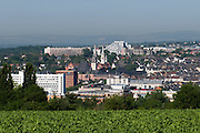 Blick auf Wiesbaden von der Bierstadter Höhe, Wiesbaden, Hessen, Deutschland | view of city of Wiesbaden from Bierstadter Hoehe, Wiesbaden, Hesse, Germany