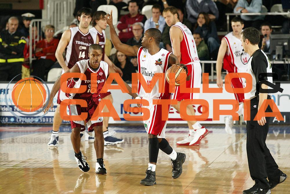DESCRIZIONE : Varese Lega A1 2006-07 Whirlpool Varese Tdshop.it Livorno<br /> GIOCATORE : Keys<br /> SQUADRA : Whirlpool Varese<br /> EVENTO : Campionato Lega A1 2006-2007 <br /> GARA : Whirlpool Varese Tdshop.it Livorno<br /> DATA : 17/12/2006 <br /> CATEGORIA : Palleggio<br /> SPORT : Pallacanestro <br /> AUTORE : Agenzia Ciamillo-Castoria/G.Cottini