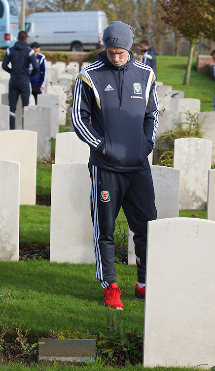 FLANDERS, BELGIUM - Monday, November 17, 2014: Wales' Gareth Bale visits artillery wood cemetery in Belgium. (Pic by David Rawcliffe/Propaganda)