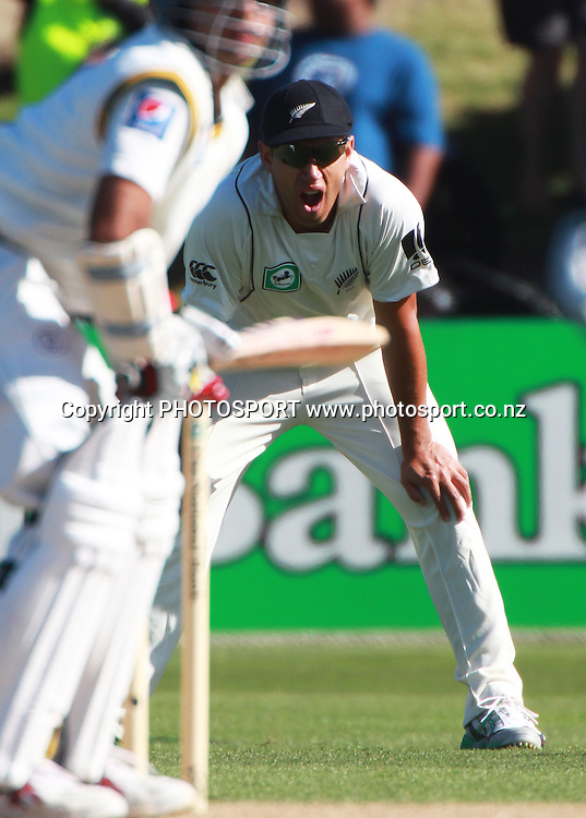 Ross Taylor yawns on Day 2 of the 2nd test match.  New Zealand Black Caps v Pakistan, Test Match Cricket. Basin Reserve, Wellington, New Zealand. Sunday 16 January 2011. Photo: Andrew Cornaga/photosport.co.nz