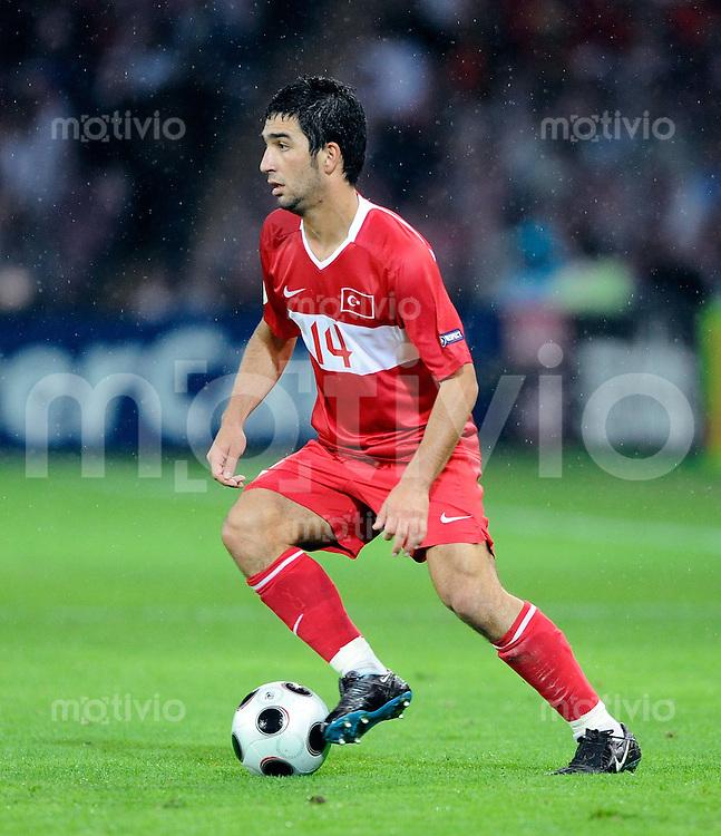 FUSSBALL EUROPAMEISTERSCHAFT 2008  Tuerkei 3-2 Tschechien    15.06.2008 Arda Turan (TUR) am Ball