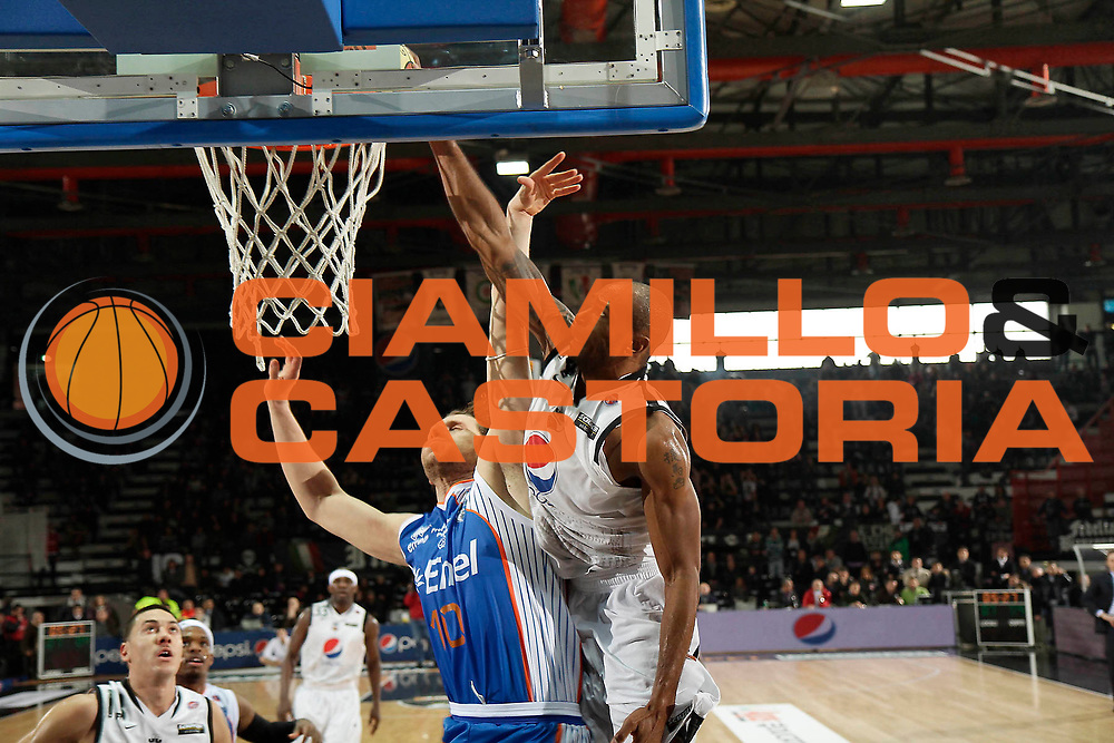 DESCRIZIONE : Caserta Lega A 2010-11 Pepsi Caserta Enel Brindisi<br /> GIOCATORE : Tim Bowers<br /> SQUADRA : Pepsi Caserta<br /> EVENTO : Campionato Lega A 2010-2011<br /> GARA : Pepsi Caserta Enel Brindisi<br /> DATA : 06/03/2011<br /> CATEGORIA : tiro schiacciata<br /> SPORT : Pallacanestro<br /> AUTORE : Agenzia Ciamillo-Castoria/A.De Lise<br /> Galleria : Lega Basket A 2010-2011<br /> Fotonotizia : Caserta Lega A 2010-11 Pepsi Caserta Enel Brindisi<br /> Predefinita :