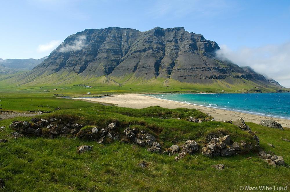Fífustaðir, Garðar fremst,  Fifustaðaskríður séð til vesturs, Vesturbyggð áður Ketildalahreppur / Fifustadir, Gardar (partly in fioreground) Vesturbyggd former Ketildalahreppur.