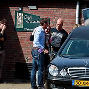 NLD/Huizen/20110402 - Uitvaart Floor van der Wal, familieleden
