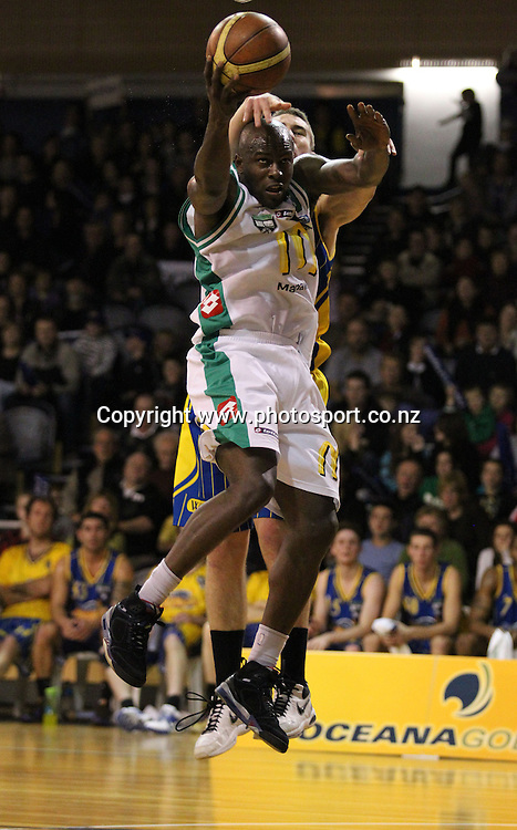 Richard Jeter in action for the Jets.<br /> NBL - OceanaGold Nuggets v McDonalds Manawatu Jets, 22 May 2010, Lion Foundation Arena, Dunedin, New Zealand.<br /> Photo: Rob Jefferies/PHOTOSPORT