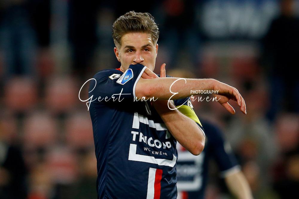 09-04-2016 VOETBAL:PSV:WILLEM II:EINDHOVEN<br /> Jordens Peters van Willem II teleurgesteld na afloop van de wedstrijd <br /> Foto: Geert van Erven