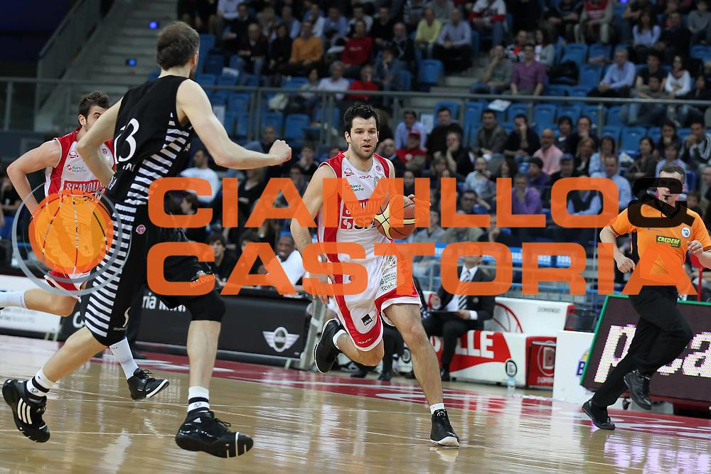 DESCRIZIONE : Pesaro Lega A 2009-10 Scavolini Spar Pesaro Canadian Solar Virtus Bologna<br /> GIOCATORE : Branko Cvektovic<br /> SQUADRA : Scavolini Spar Pesaro<br /> EVENTO : Campionato Lega A 2009-2010 <br /> GARA : Scavolini Spar Pesaro Canadian Solar Virtus Bologna<br /> DATA : 21/04/2010<br /> CATEGORIA : palleggio<br /> SPORT : Pallacanestro <br /> AUTORE : Agenzia Ciamillo-Castoria/ElioCastoria<br /> Galleria : Lega Basket A 2009-2010 <br /> Fotonotizia : Siena Campionato Italiano Lega A 2009-2010 Scavolini Spar Pesaro Canadian Solar Virtus Bologna<br /> Predefinita :