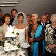 Huwelijk Renee Vervoorn en Francis Zwaneveld in kasteel Sypesteijn Loosdrecht, met oma's